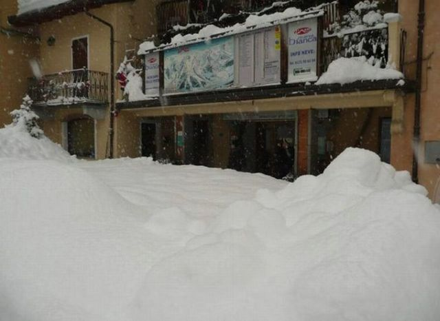 Italy covered with snow (9 pics)