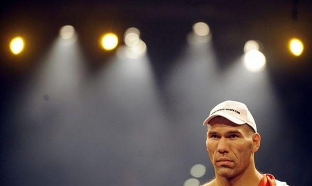 Nikolay Valuev has defeated Evander Holyfield (30 photos)