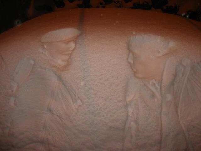 Bodyprints on snowy cars (11 pics)