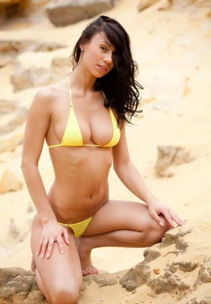 Beautiful Babes in Skimpy Bikinis