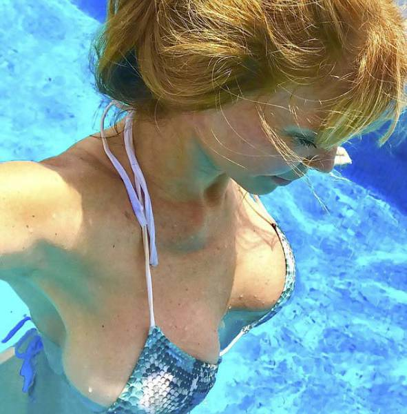 The Naked Body Of This 64-Year-Old Actress Surely Looks Impressive, But Is It Real?