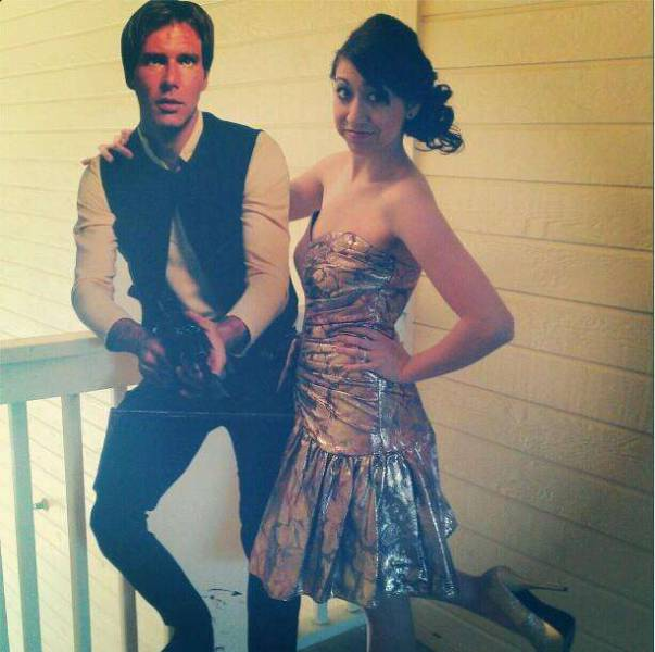 When You Have Nobody To Take As A Date For Your Prom – Be Creative