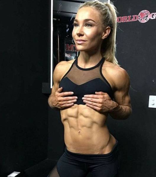 Fitness Model Proves Once Again That It's Not Diet That Makes Your Body Look Awesome