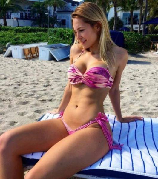 Babes in Bikinis are Like a Dream Come True