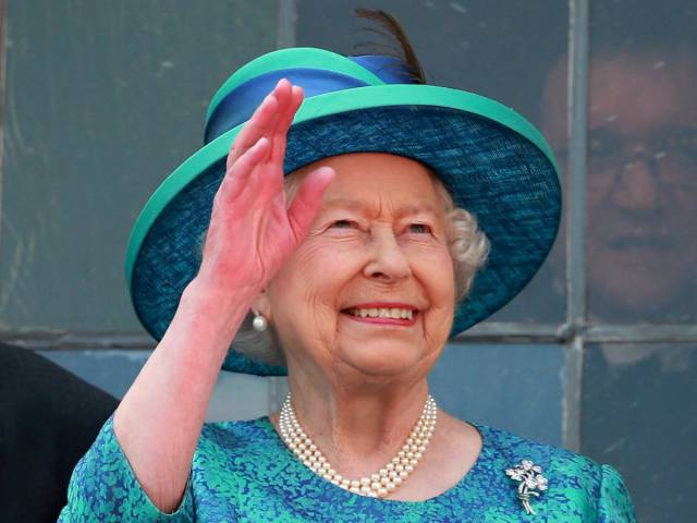How Weird Queen Elizabeth II Really Is?!