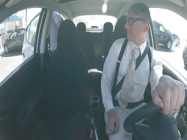 They Didn't Expect Such Performance When They Saw Their Nerdy UBER Driver