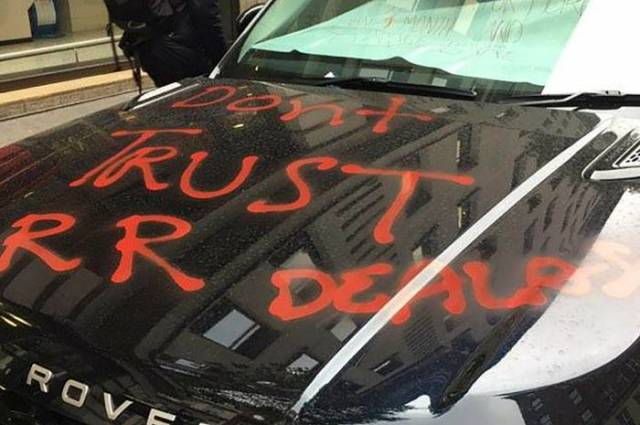 If You Want Everyone To Know You're Pissed – Write It On Your Range Rover