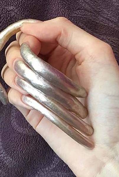 16-Year-Old Girl Doesn't Cut Her Nails For Over 3 Years To Receive Tons Of Compliments!