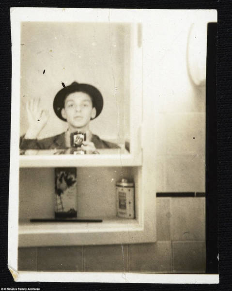 Selfies Are Nothing Really New! Some Vintage Celebrity Selfies Before Smartphones