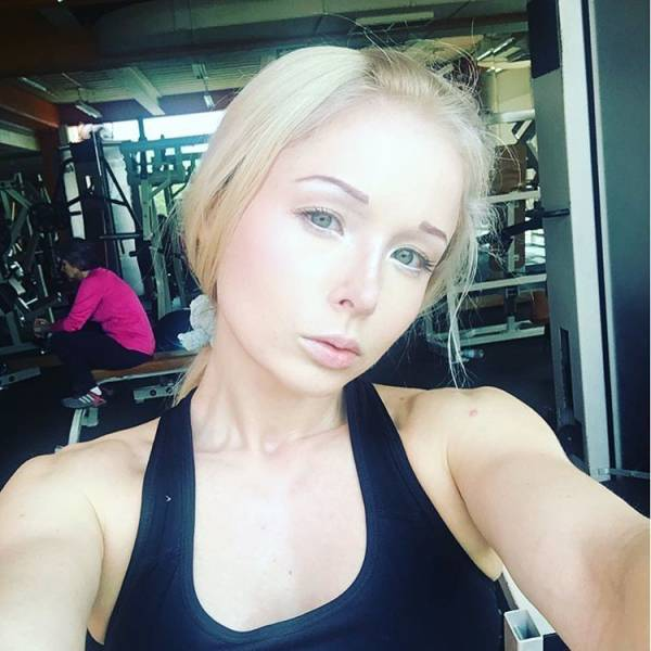 "Ukrainian ""Barbie Girl"" Has Revealed Her No-Makeup Photos"