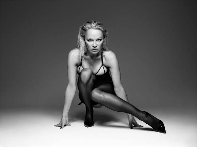 Pamela Anderson Proves She's Still An Eye-Candy, Even At Her Age