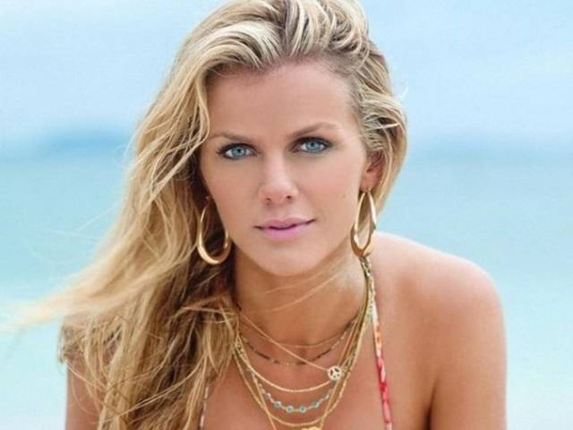 Brooklyn Decker Without Makeup Is A Sight Not For The Faint-Hearted