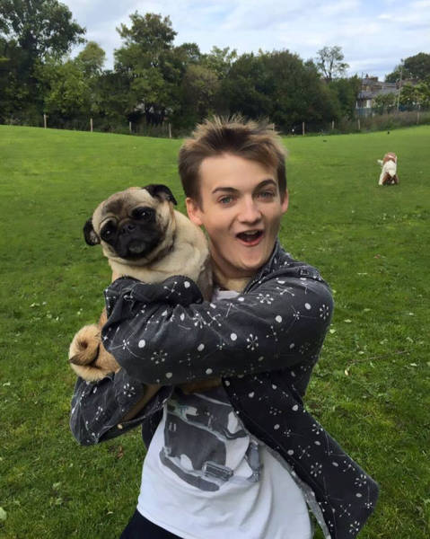 King Joffrey And A Cute Pug Was Everything Internet Needed For A New Photoshop Battle