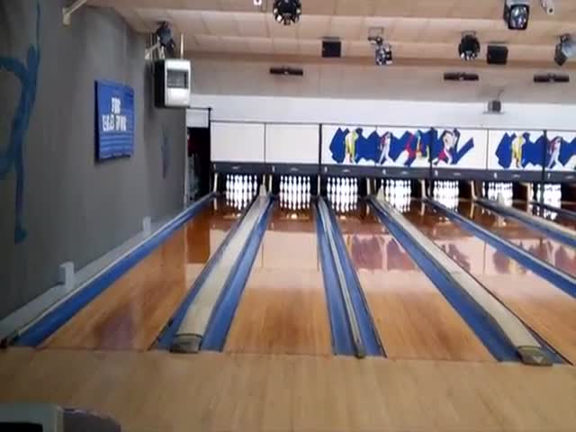 Perfect 300 Out Of 300 Score In Bowling In Less Than 90 Seconds? Easy!