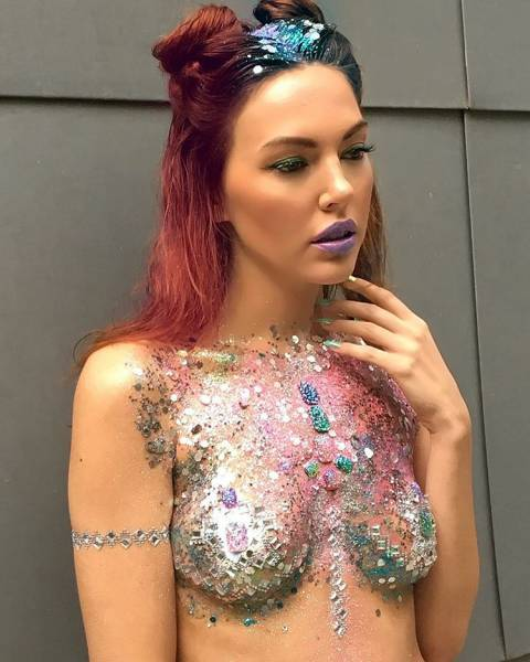 Forget Glitter Booties – Here Come Glitter Boobs!