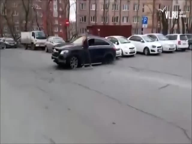 It Takes Some Real Skill To Crash Into ELEVEN Cars At Once!