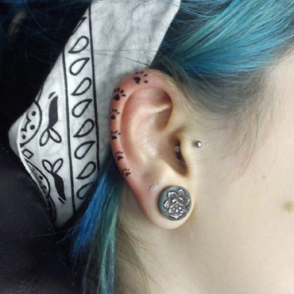 Helix tattoo trend is here and it s more than awesome 35 for Smile more tattoo