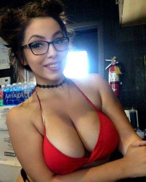 Jaw-Dropping Girls With Beautiful Breasts