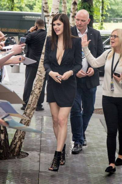 Alexandra Daddario Didn't Need Excessive Clothes For Baywatch Premiere