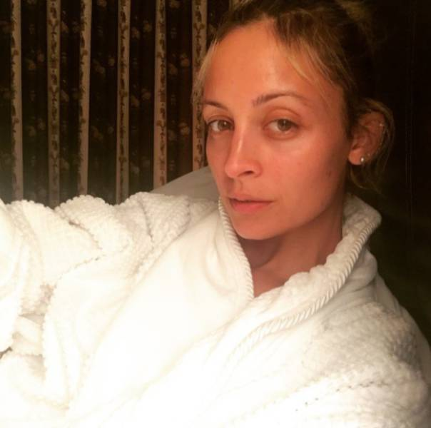 Celebs Without Make-Up Are Actually Looking Like Human Beings!