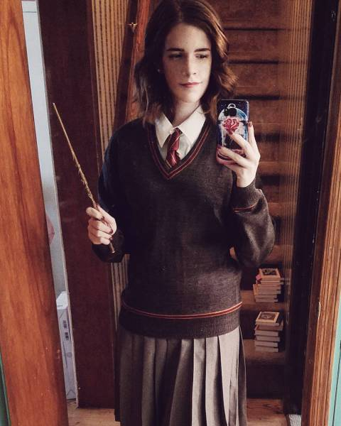 No, This Is Not Emma Watson – This Is Her Doppelganger