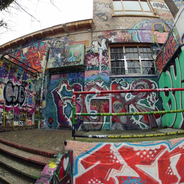This Guy Found Out What It's Like To Peel Off 30 Years Worth Of Graffiti To Find What's Hidden Beneath It