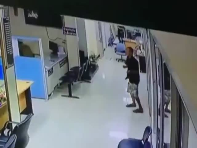 That's How You Deal With Armed Criminals!