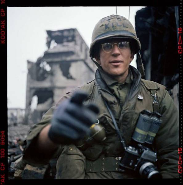 "These Exclusive Behind-The-Scenes ""Full Metal Jacket"" Photos Are On The Auction Now!"