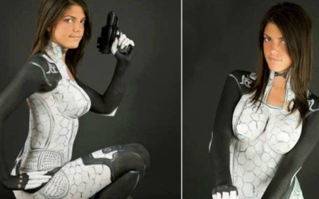 """""""Mass Effect"""" Couldn't Have Been Cosplayed Sexier Than This"""