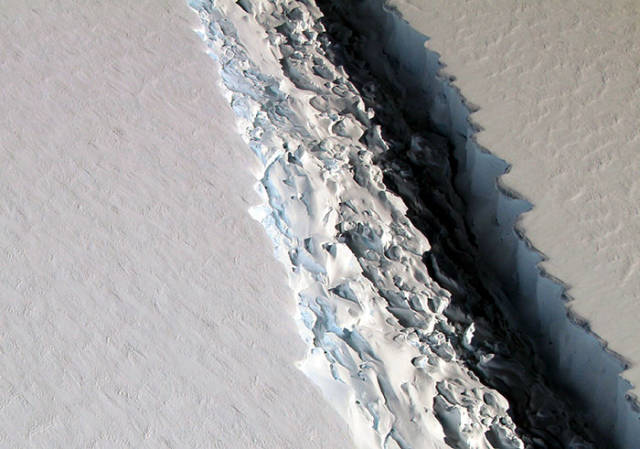 Still Don't Believe In Global Warming? This Iceberg Will Make You Believe!