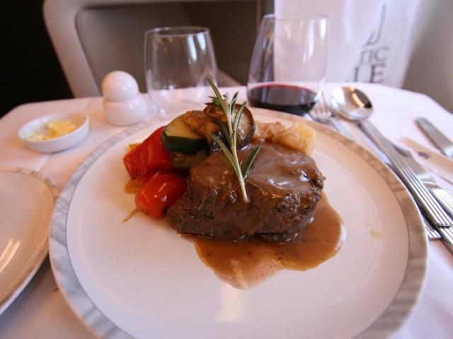 Economy Class And Business Class Food On Airlines Differ A Lot!