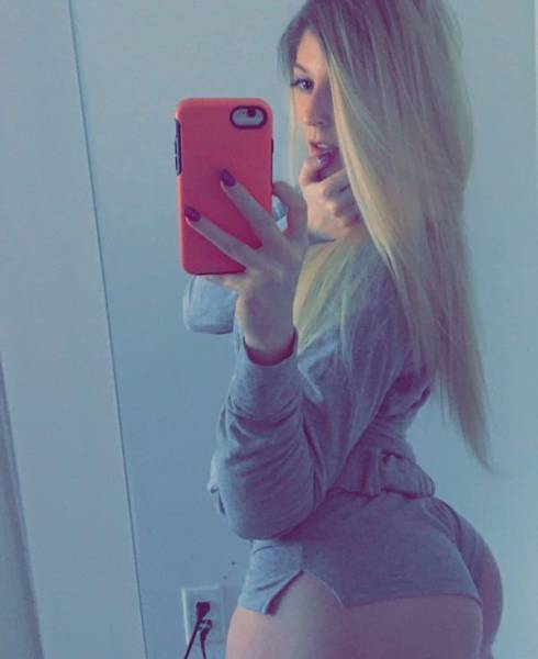 "This Girl Decided To Prove That ""White Girls Can Be Thick"", And, Man, Is She Successful!"