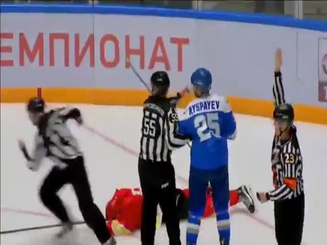 This Russian Hockey Player Doesn't Agree That One Man Is No Man!