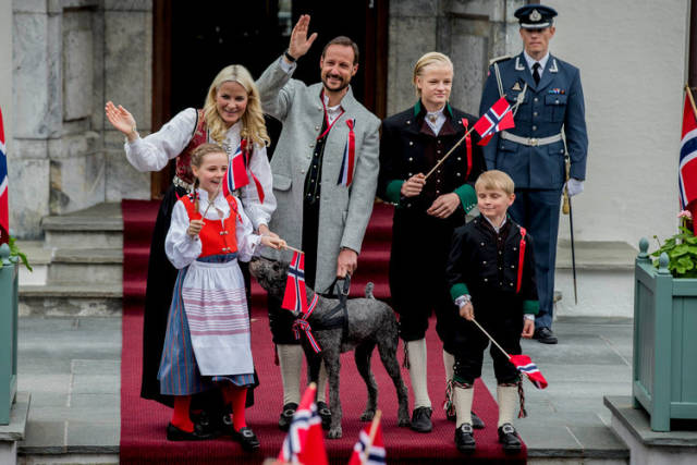 This Is How The Remaining Royal Families Look Like