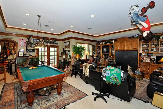 This Home For Sale In Houston Is Hiding Tons Of Secrets!