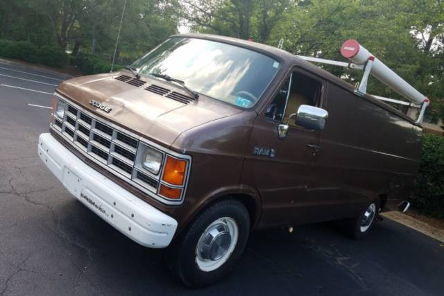 This Van Was Once Used By FBI For Surveillance And Was Just Sold On eBay Still Fully Equipped!
