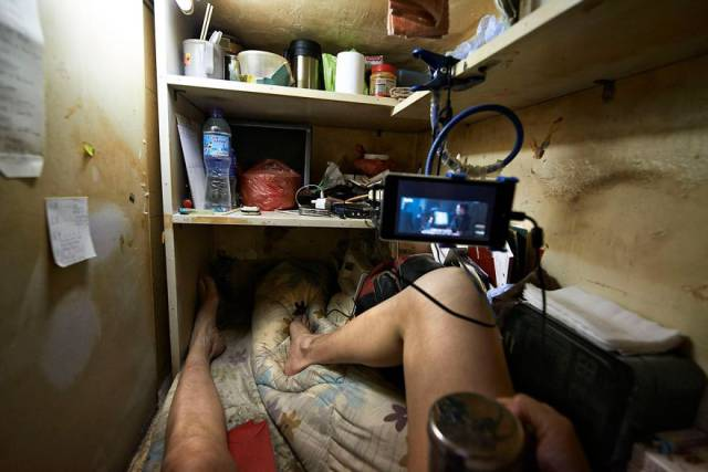There's Not Much Difference Between Living In A Coffin And These Hong Kong's Cubicles…