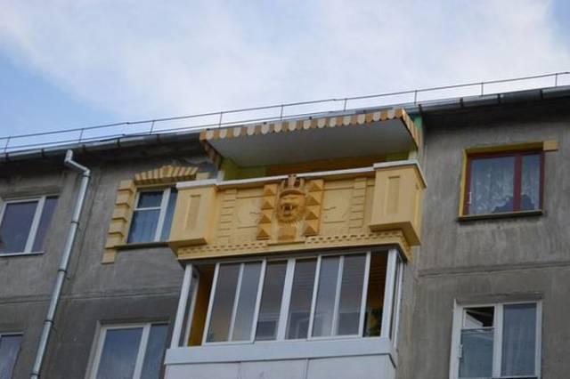 If You Visit Russia, Check The Balconies First