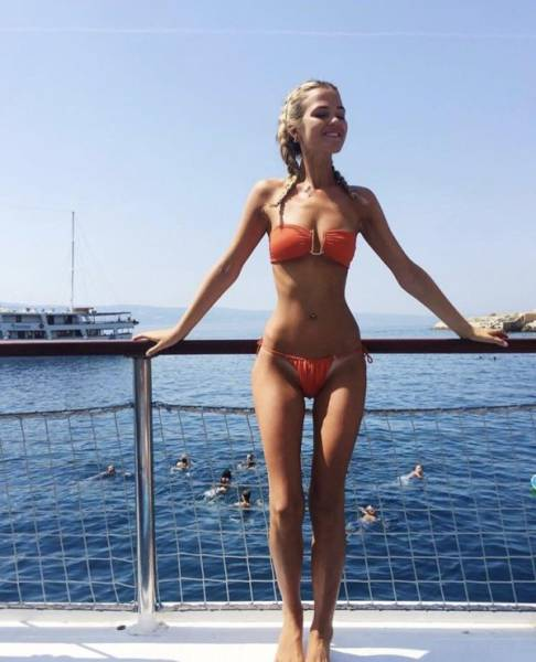 Girls With Awesome Hip Bones