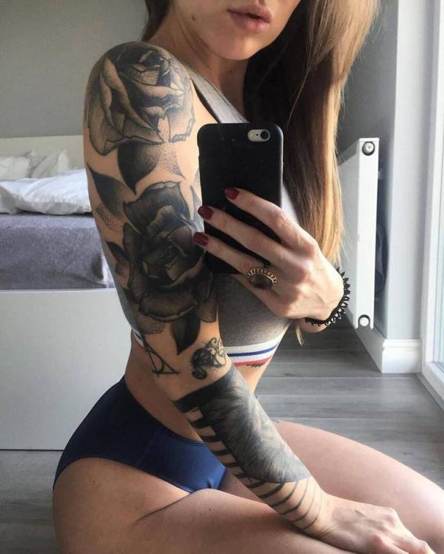 Sexy Girls Showing Off Stunning Tattoos