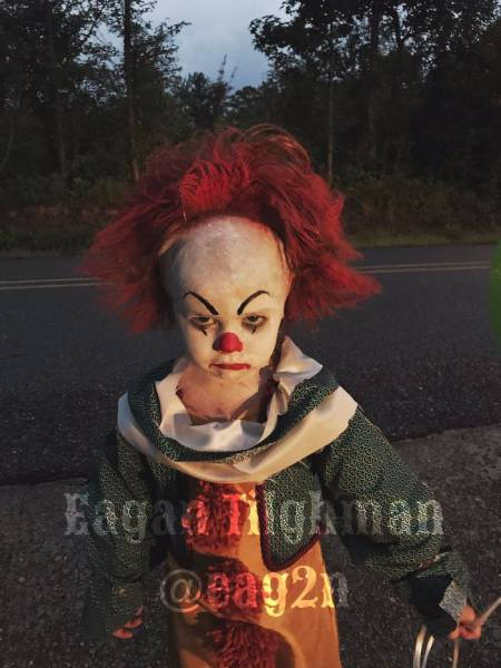 "Pennywise From ""It"" Is Alive Thanks To These Creative Brothers!"