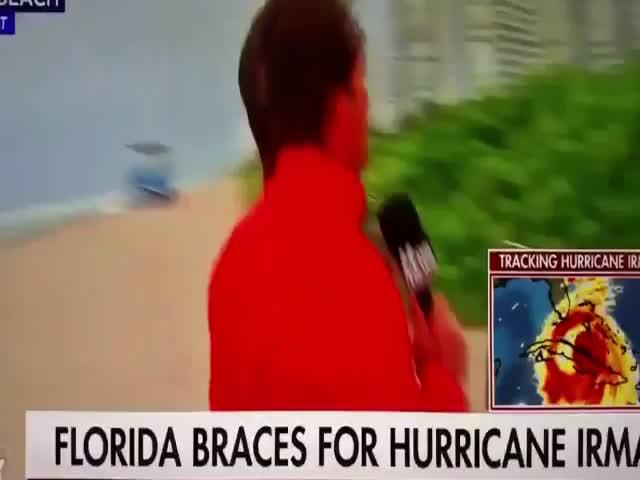 Florida's Citizen Makes Fun Of A Fox News Anchor Trying To Stir Up Hurricane Drama