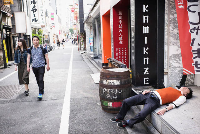Most Japanese Obviously Don't Know How To Drink…