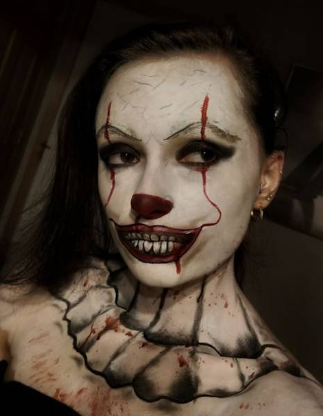 Sexy Pennywise Costumes Are Stuff From Erotic Nightmares…