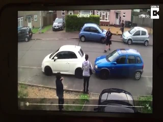 """Strongman """"The Tulk"""" Has His Own Methods Of Unblocking The Driveways…"""