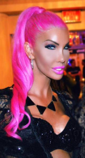 From A Bullied Geek To Transsexual To A Real-Life Barbie…