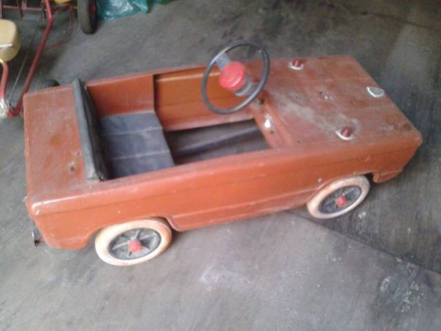 Vintage Pedal Cars For Children Look Awesome When Restored By This Man