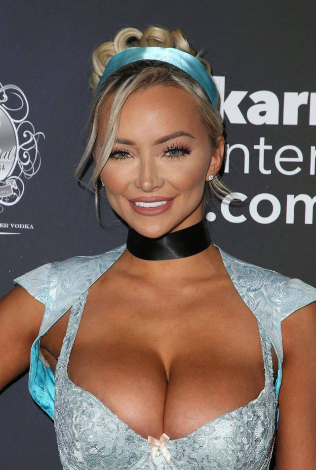 "Lindsey Pelas Was The Hottest Star Of ""Maxim"" Magazine's Halloween Party!"