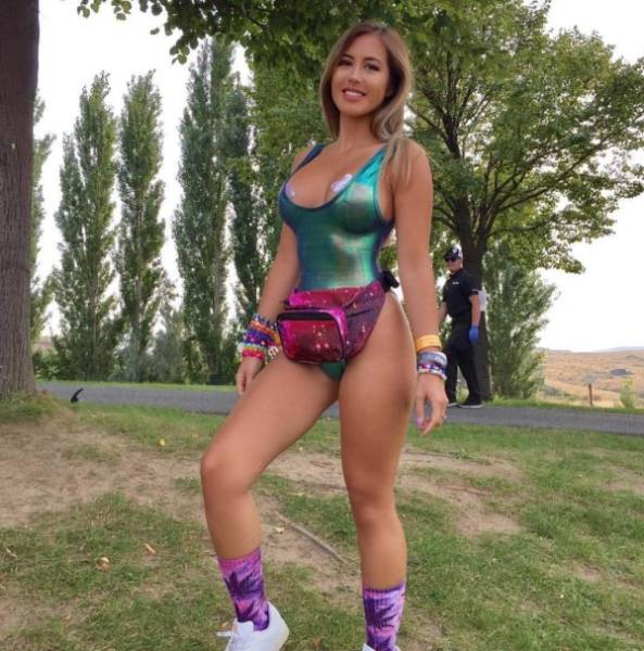 Rave Girls Bring Up The Heat!