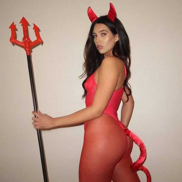 Halloween Brings Us Some Top-Notch Sexy Costumes!